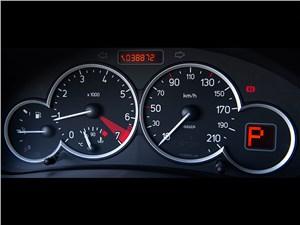 Peugeot 206 2006 приборная панель