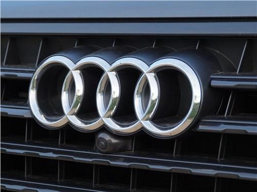 Audi Q7 S-Line 2016 датчик, встроенный в решетку радиатора