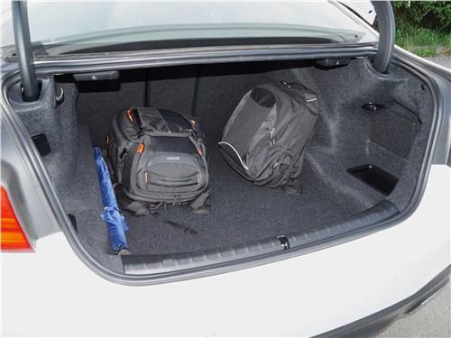 Предпросмотр bmw 520d 2017 багажное отделение