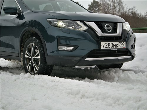Nissan X-Trail 2018 вид спереди
