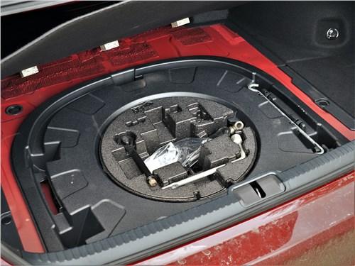 Lexus ES (2019) багажное отделение