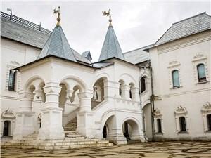 Это крыльцо в Ростове прославила комедия Гайдая