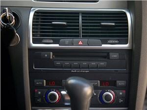 Audi Q7 2010 центральная консоль