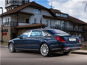 Mercedes-Maybach S 500 2015 вид сзади