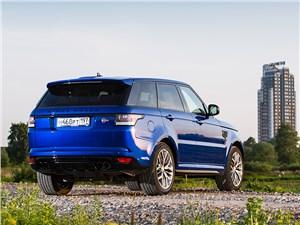 Самые быстрые внедорожники могут поспорить со спорткарами (BMW X5, Mercedes-Benz ML-Klasse, Porsche Cayenne, Land Rover Range Rover, Land Rover Range Rover Sport, Volkswagen Touareg) Range Rover Sport - Land Rover Range Rover Sport SVR 2015 вид сзади