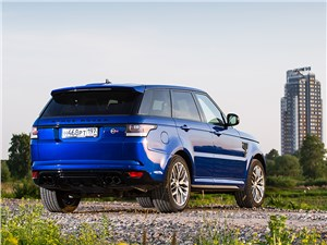 Битва за трон Range Rover Sport - Land Rover Range Rover Sport SVR 2015 вид сзади