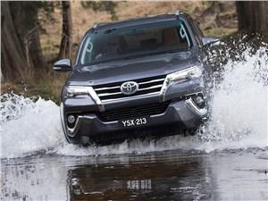 Toyota Fortuner 2016 вид спереди