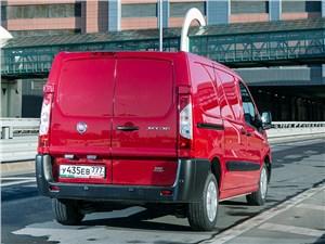Fiat Scudo Cargo 2014 вид сзади