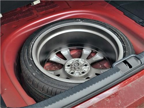 Lexus ES (2019) запасное колесо