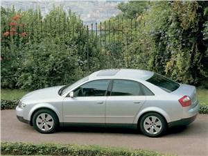 Audi A4 2000 вид сбоку