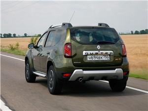Renault Duster 2015 вид сзади