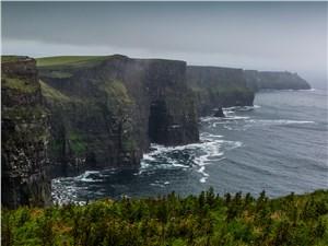 Величественное зрелище: гигантские утесы Мохер и бурлящие воды Атлантики