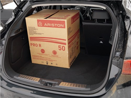 Предпросмотр infiniti q30 2016 багажное отделение