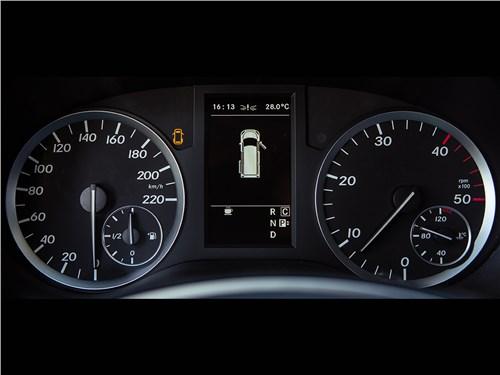 Аргументы лидера Vito - Mercedes-Benz Vito Tourer 2015 приборная панель