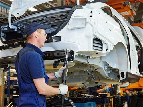 Производство легковых автомобилей в России упало на 26,6%