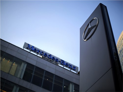 Новость про Mercedes-Benz - Коммерческое подразделение Mercedes-Benz приостановило расширение дилерской сети в РФ