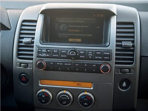 Nissan Pathfinder 2010 центральная консоль