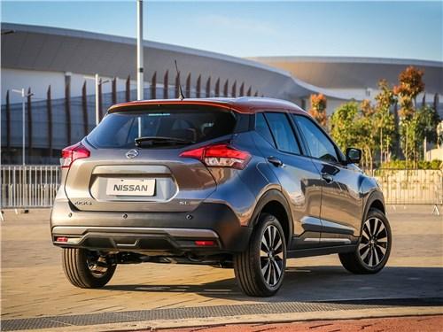 Nissan Kicks 2017 вид сзади сбоку