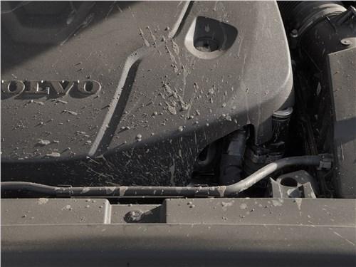 Volvo V90 Cross Country 2017 моторный отсек