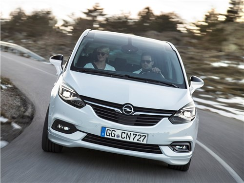 Практичный выбор (Chevrolet Rezzo, Citroen Xsara Picasso, Ford Focus C-Max, Mercedes-Benz B-Klasse, Opel Zafira, Renault Scenic-Grand Scenic, Skoda Roomster, Toyota Corolla Verso, Volkswagen Touran) Zafira - Opel Zafira 2017 на дороге