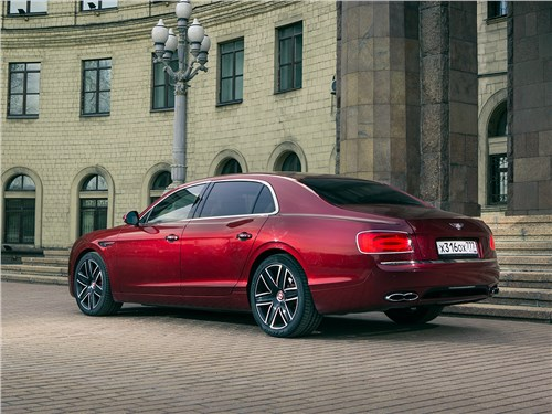 Bentley Continental Flying Spur 2013 вид сбоку сзади