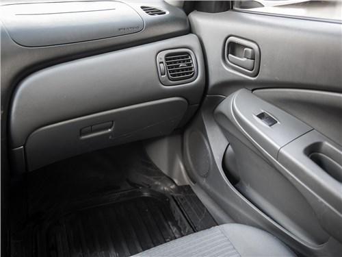 Nissan Almera Classic 2006 перчаточный ящик