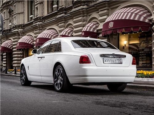 Rolls-Royce Ghost - Rolls-Royce Ghost 2015 вид сзади