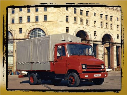 4. В МОСКВЕ ПОЯВИЛИСЬ первые грузовики ЗИЛ-53012 грузоподъемностью 3000 кг