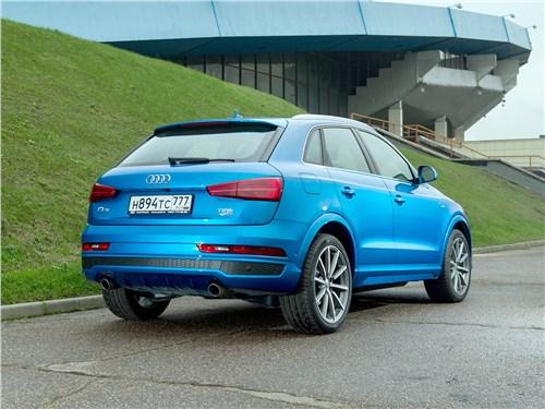 Audi Q3 2015 вид сзади