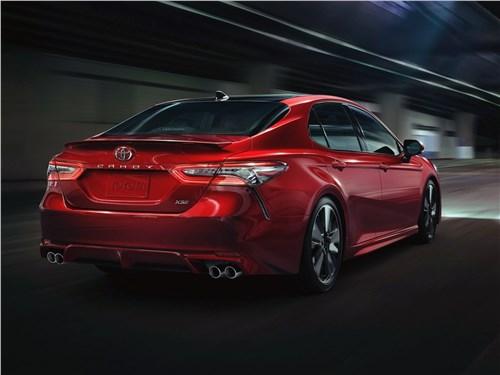 Toyota Camry - Toyota Camry 2018 вид сзади