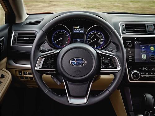 Subaru Legacy 2018 водительское место