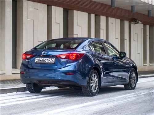 Mazda 3 sedan 2017 вид сзади