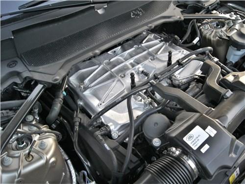 Land Rover Range Rover Sport SVR (2018) моторный отсек