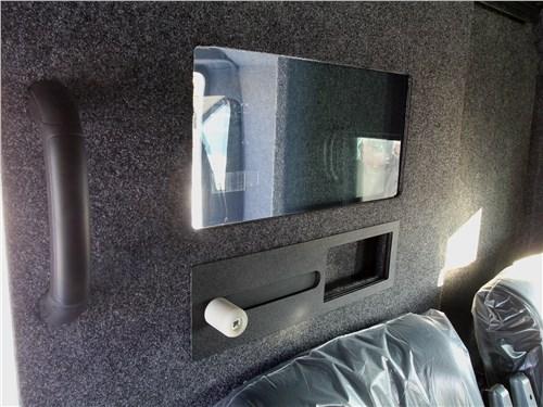 Грузовой отсек отделен от кабины мощными бронированными перегородкой и стеклом