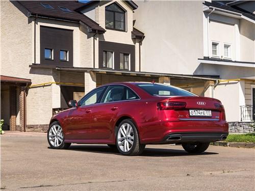 Audi A6 2015 вид сзади