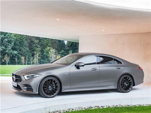 Audi A7 и Mercedes-Benz CLS: победа формы над содержанием CLS-Class - Mercedes-Benz CLS 2019 вид сбоку спереди