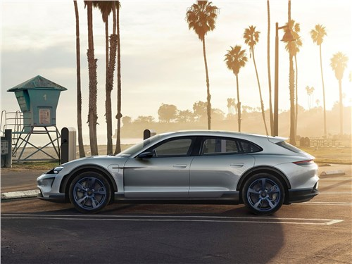 Porsche Mission E Cross Turismo Concept 2018 вид сбоку