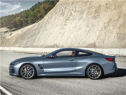 BMW 8-Series Coupe 2019 вид сбоку