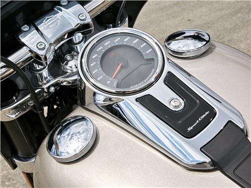 Harley-Davidson Sport Glide бак