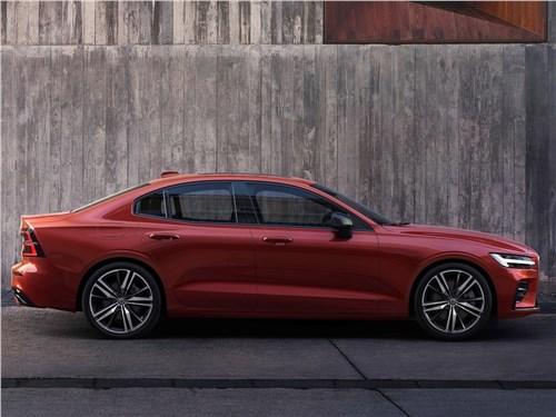 От большого к большему: Volvo S60, BMW 5, Mercedes S-класс, Audi A8, Porsche Panamera S60 - Volvo S60 2019 вид сбоку