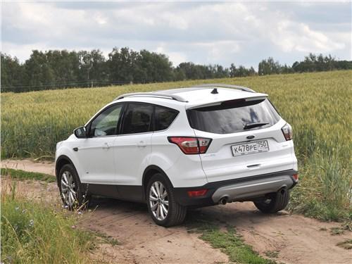 Ford Kuga 2017 вид сзади