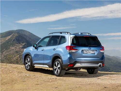 Subaru Forester 2019 вид сзади