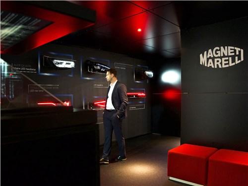 Стенд Magneti Marelli в прямом смысле слова светился – зрителей привлекала современнейшая головная и задняя оптика для машин