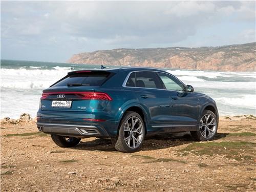 Audi Q8 2019 вид сзади