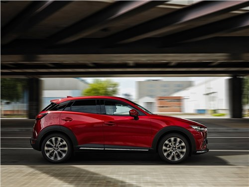 Mazda CX-3 2019 вид сбоку