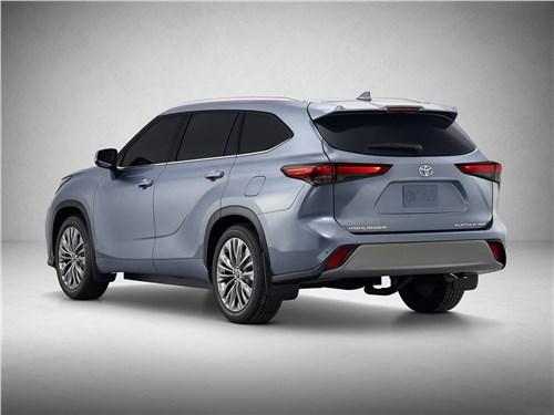 На разных полюсах Highlander - Toyota Highlander 2020 вид сбоку сзади