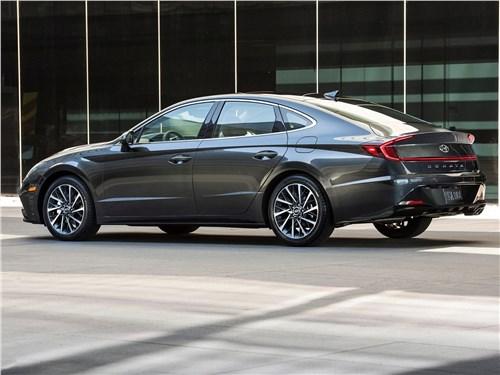 Hyundai Sonata - Hyundai Sonata 2020 вид сбоку