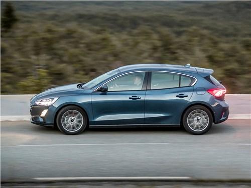 Доступная практичность (Chevrolet Lacetti SW, Ford Focus Wagon, Kia ceed SW, Opel Astra Caravan, Renault Megane Estate, Skoda Octavia Tour Combi, Volvo V50) Focus - Ford Focus 2019 вид сбоку