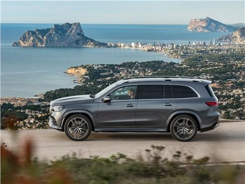 Новейший Mercedes-Benz GLS и умудренный опытом Range Rover в шоке от собственной крутости GLS - Mercedes-Benz GLS 2020 вид сбоку