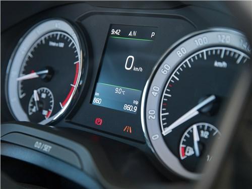 Skoda Kodiaq демонстрирует, что индикатор скорости может быть как в виде привычной шкалы, так и в виде цифр